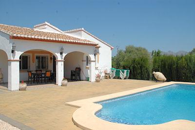 Comfortabel ingericht, vrijstaand vakantiehuis met privé zwembad, heerlijk terras met barbecue en een goed ...
