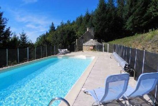 Location De Vacances Avec Piscine En Auvergne En Cassaniouze France - Location vacances auvergne avec piscine