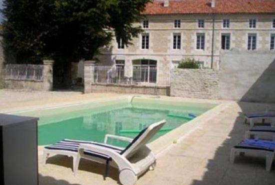location de vacances avec piscine en poitou charentes en
