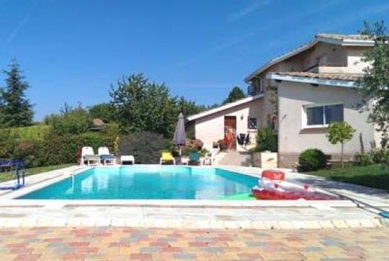 Villa avec piscine en midi pyr n es en l 39 isle jourdain for Piscine l isle jourdain