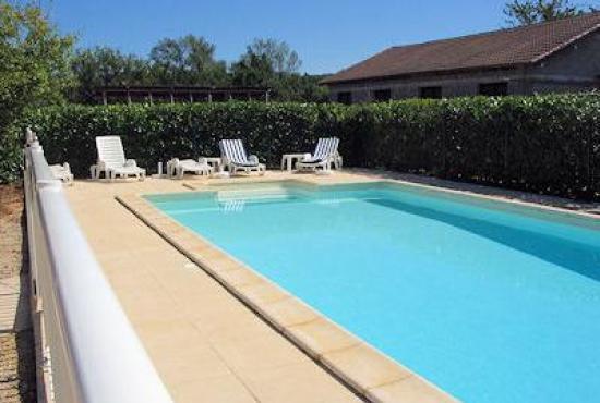 Villa avec piscine en dordogne limousin en saint martin le for Piscine redon
