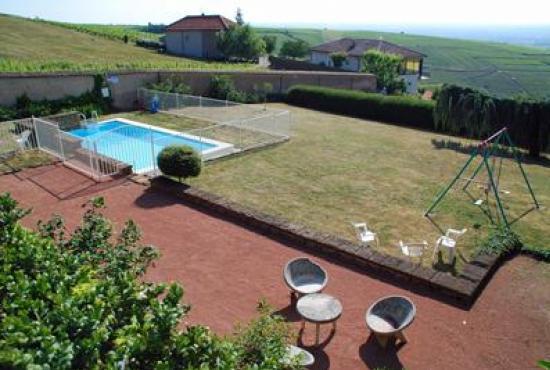 Villa avec piscine en bourgogne en chiroubles france for Camping bourgogne avec piscine
