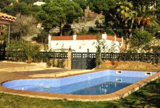 Villa con piscina in costa brava in lloret de mar spagna for Piscinas costa brava