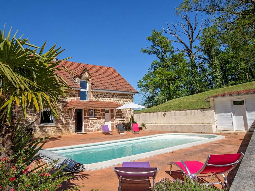 Vakantiehuis in Saint-Pantaleon-de-Larche met zwembad, in Dordogne-Limousin.