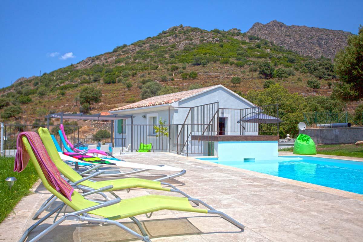 Vakantiehuis in Pietralba met zwembad, in Corsica.