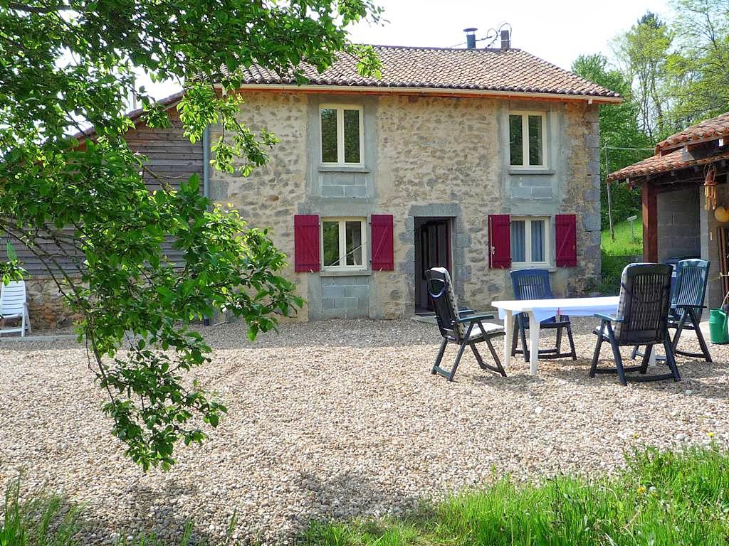 Vakantiehuis met zwembad in Dordogne-Limousin in Busserolles (Frankrijk)