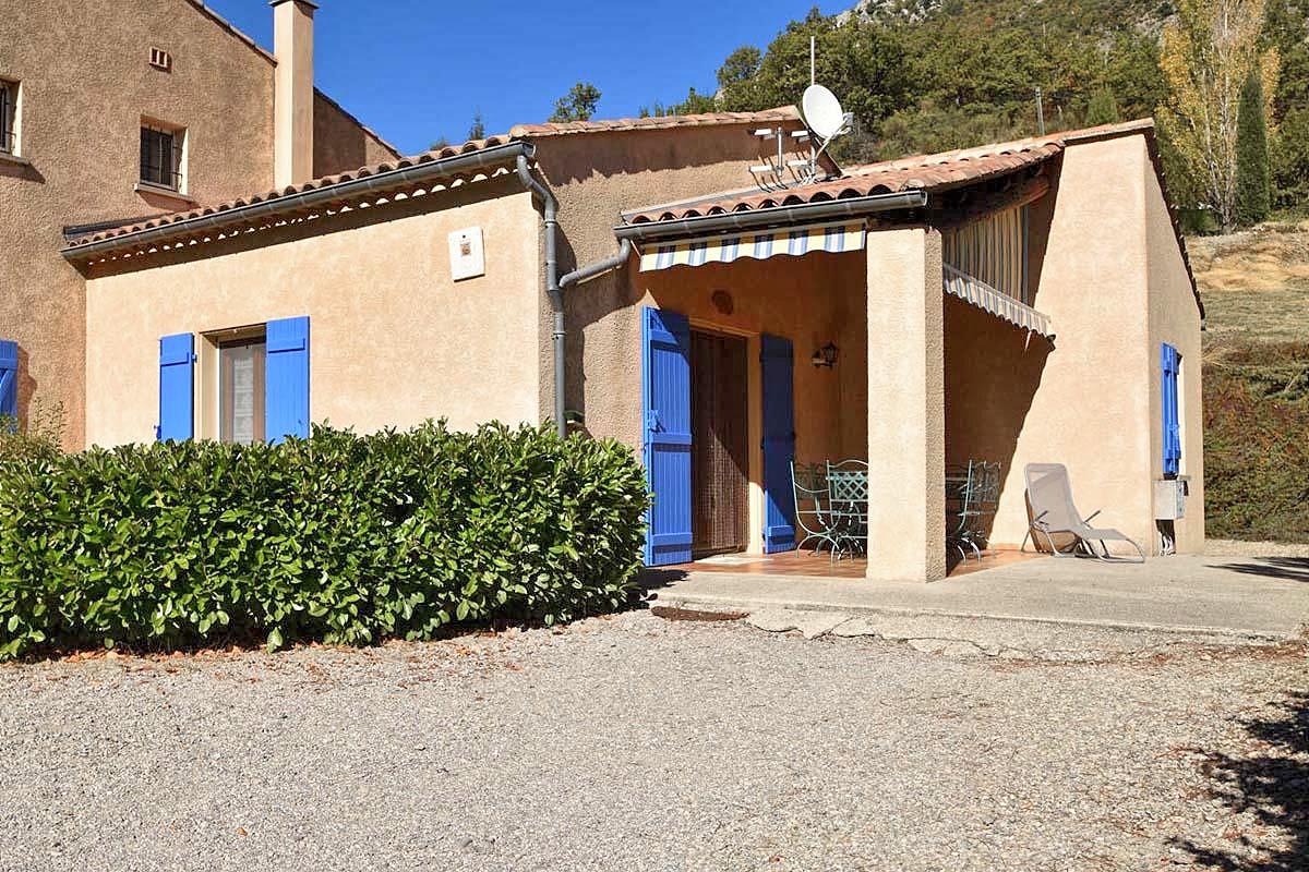 Vakantiehuis in La Roche-sur-le-Buis met zwembad, in Provence-Cote d'Azur.