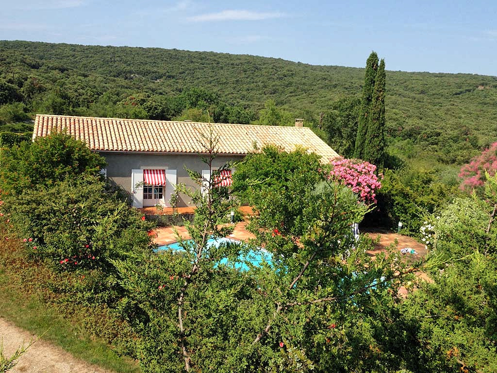 Vakantiehuis in Le Garn met zwembad, in Languedoc-Roussillon.