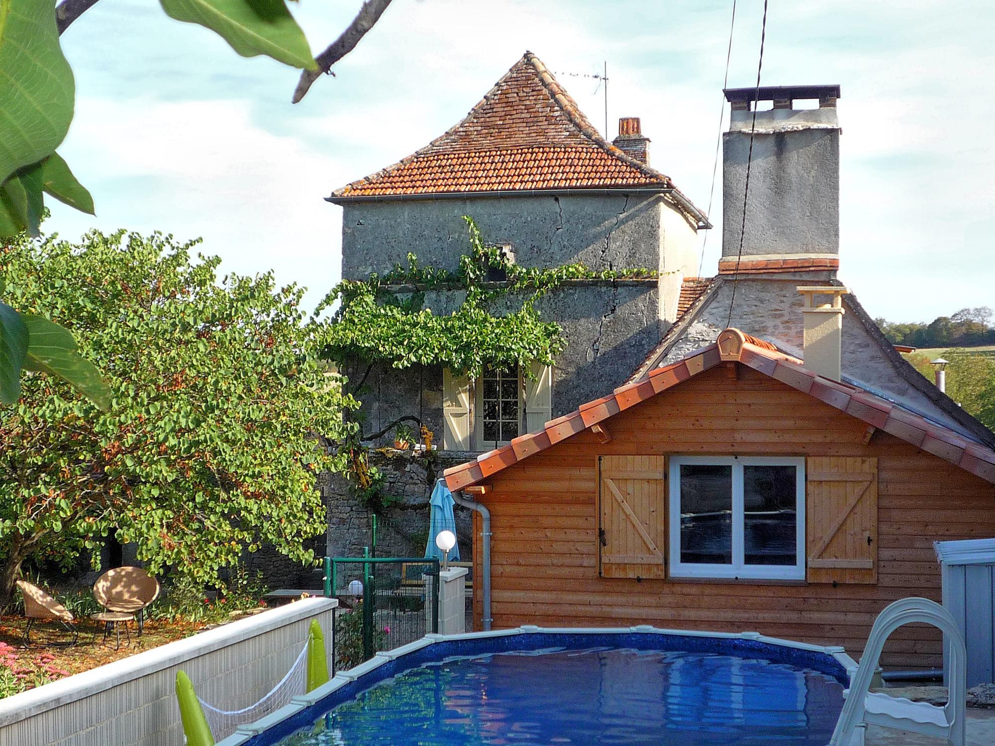 Location De Vacances Avec Piscine En Floirac, Dordogne Limousin