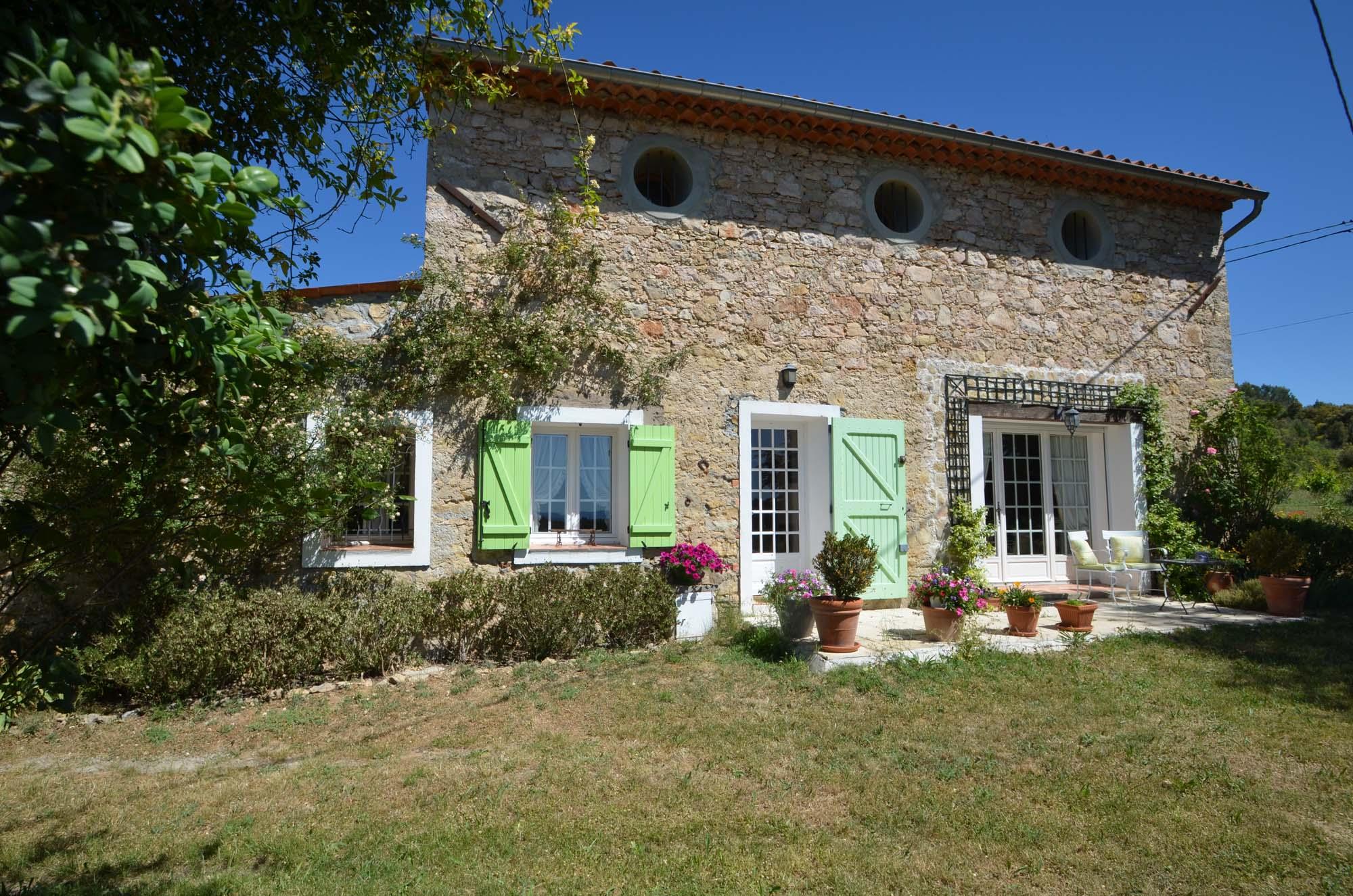 Vakantiehuis in Saint-Antonin-du-Var met zwembad, in Provence-Cote d'Azur.