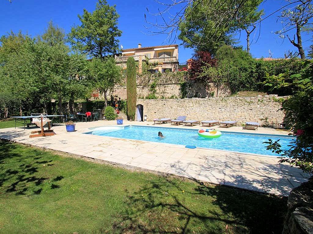 Vakantiehuis in Robion met zwembad, in Provence-Côte d'Azur.