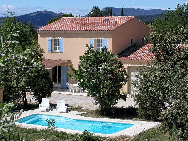 Vakantiehuis in Saint-Pierre-de-Vassols met zwembad, in Provence-Cote d'Azur.