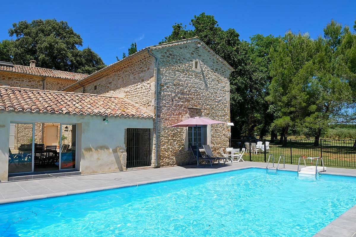 Vakantiehuis in Richerenches met zwembad, in Provence-Cote d'Azur.