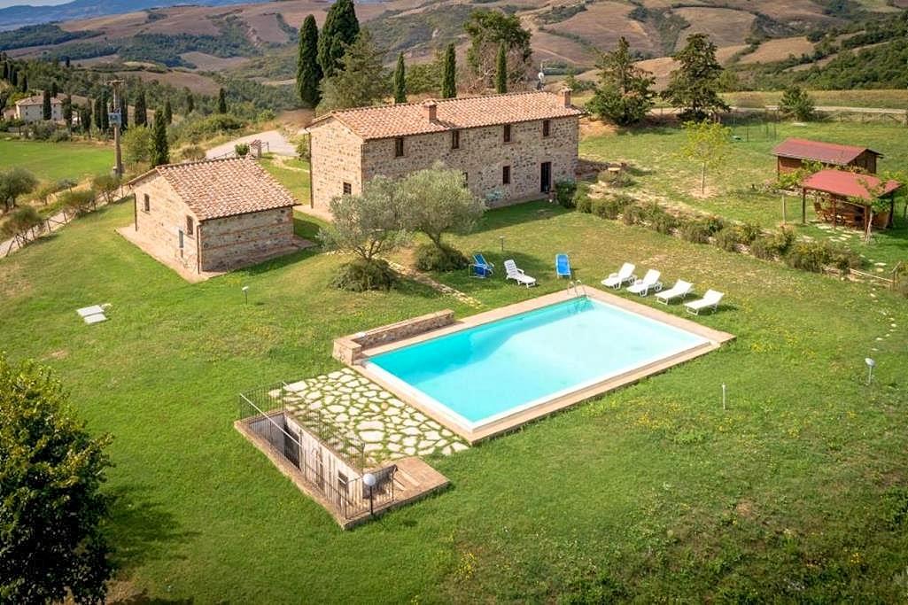 Vakantiehuis in Radicofani met zwembad, in Toscane.