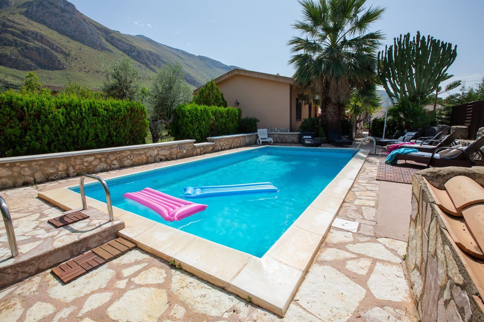 Vakantiehuis in Fraginesi met zwembad, in Sicilie.