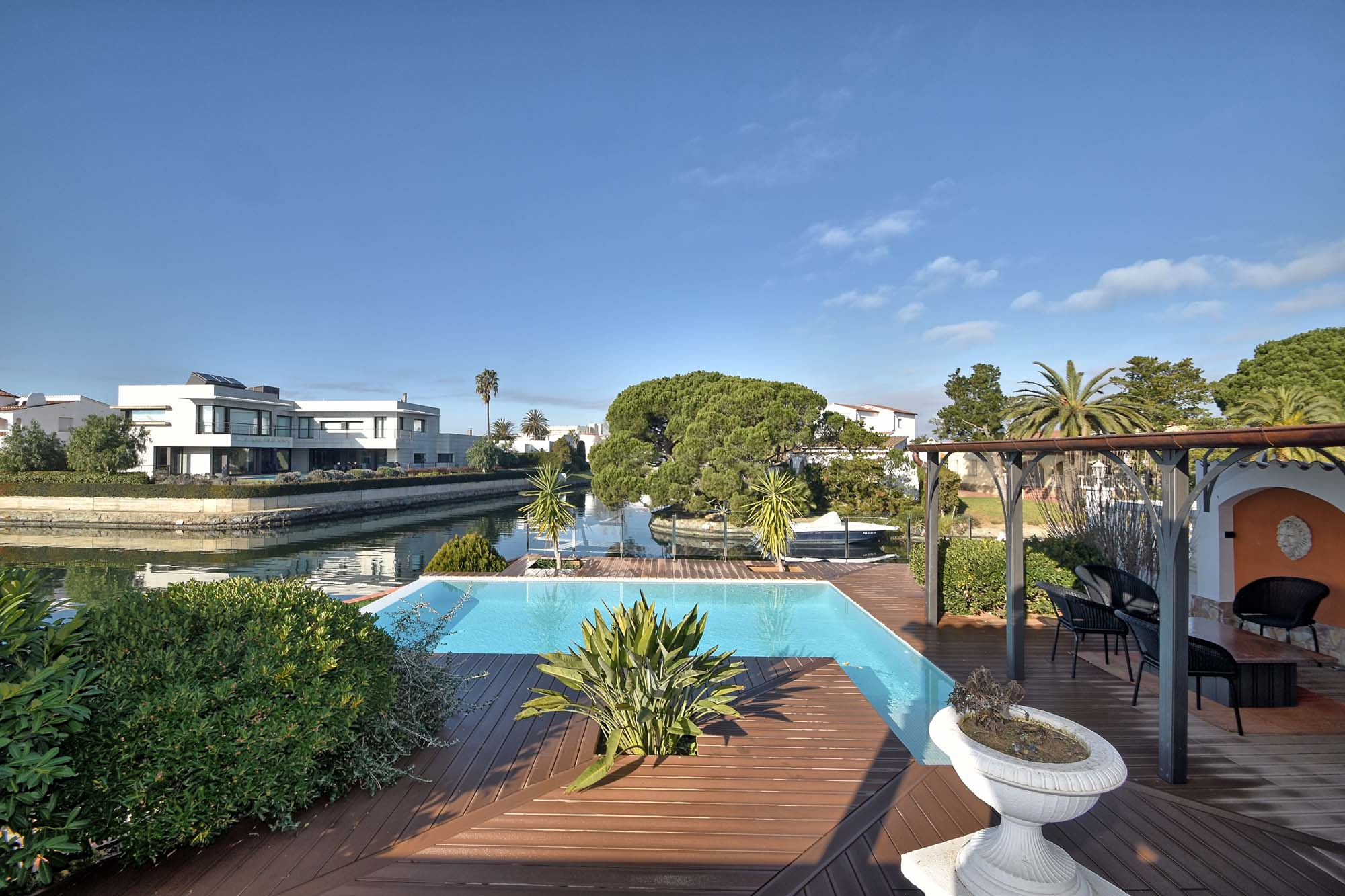 Location maison avec piscine empuriabrava espagne - Maison location espagne avec piscine ...